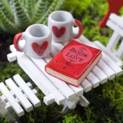 Teraryum için minyatür aşk temalı figürler